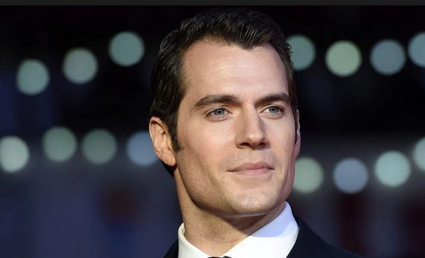 Henry Cavill Gushes About Putting On The Superman Suit